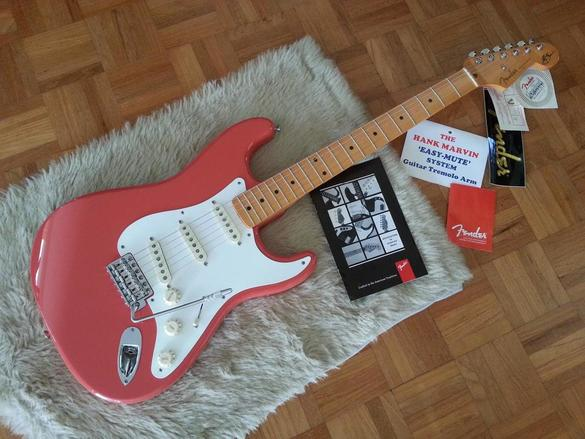 The Hank Marvin Classic Stratocaster with the Easy Mute tremolo bar