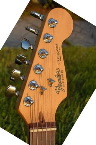1989 American Standard Stratocaster: Modern logo and serial number on the front face of the headstock, no