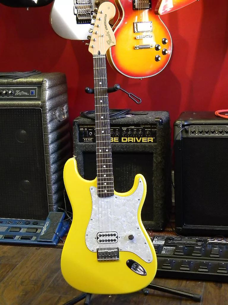 Tom Delonge Stratocaster Mim Fuzzfaced