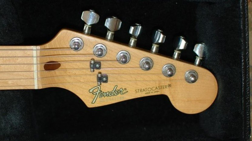 Black Roller on a Stratocaster made in Japan