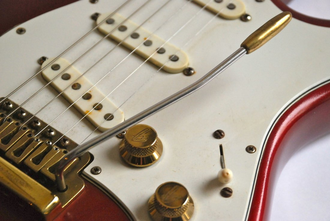 The brass knobs of the Strat